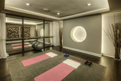 A gray and white-themed gym, amazingly designed and decorated to bring out its aesthetic value.
