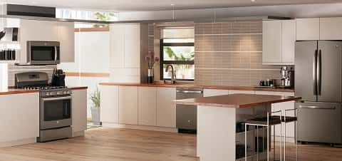 A fantastic open-plan kitchen with a top-notch clean finish all over, including the walls, surfaces and floors.