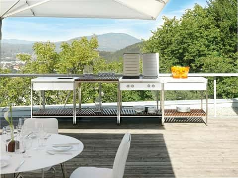 Balcony with kitchen facilities, chairs, and a table suitable for a barbecue party with a spectacular landscape view.