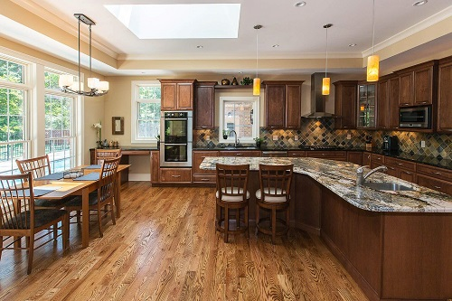 Interior image of a custom home kitchen built by Hibbs Homes. Photo courtesy of Hibbs Homes