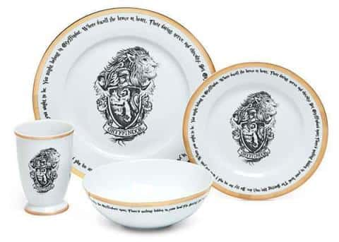 Dinnerware with crests and mascot from each of the Hogwarts' houses: Gryffindor, Hufflepuff, Ravenclaw and Slytherin. Quote from Harry Potter goes around the outer edge of the plate.