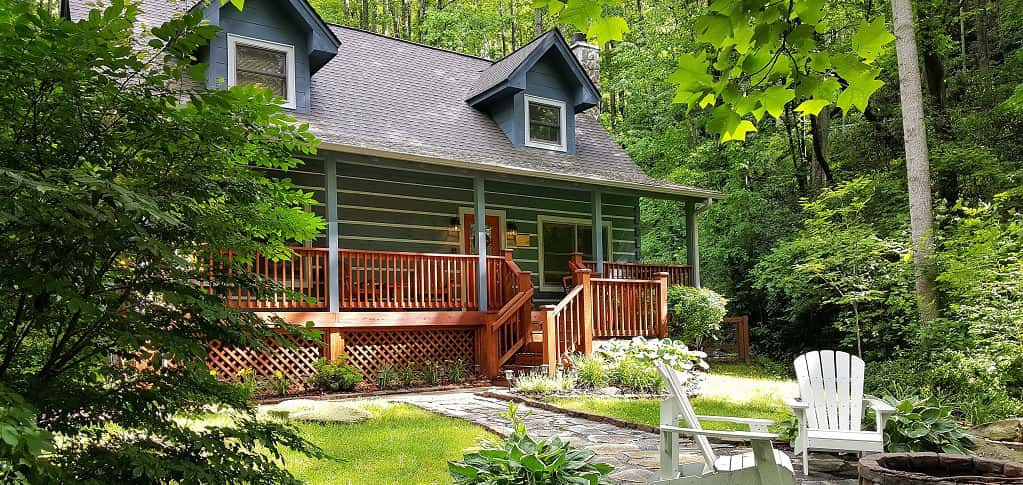 <p>Imagine sitting on a large, wrap-around porch on a mountaintop, cool breezes rustling through the trees. Later, you drive down to town and return home to a spectacular sunset, just above the treetops. Sounds like the perfect retirement life.<br /> <br /> <strong>Pros: </strong>Clean air, smaller local populations, quiet, more time spent outdoors, in non-resort towns, a lower cost of property and lower cost of living, fewer traffic jams.</p> <p> <br /> <strong>Cons: </strong>Crowded during tourist season, higher cost of property and cost of living in and around resort areas, less access to quality medical and emergency services, fewer government and maintenance services, limited shopping options, mosquitoes and other bugs.</p>